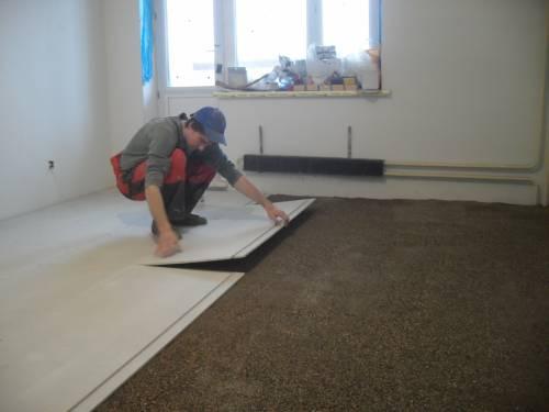 Как залить пол в квартире своими руками под ламинат